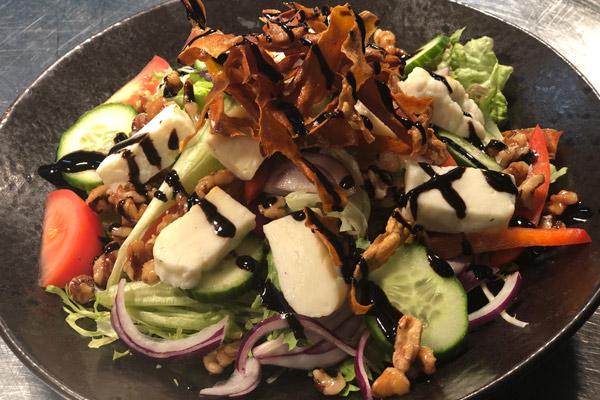 hallumi-salad